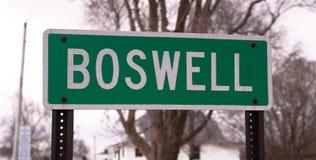 Простой зеленый знак отметит предел города Boswell Индианы стоковые фото