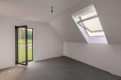 Просторная комната чердака с балконом Стоковое Фото