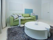 Просторный интерьер комнаты кич живущей стоковое изображение