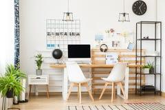 Просторный офис для писателя стоковое фото rf