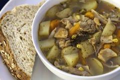 Просто домашний сделанный суп цыпленка с хлебом Стоковое Фото