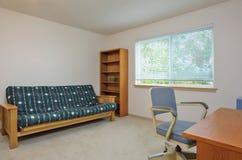 Просто обеспеченный интерьер домашнего офиса Стоковое Изображение