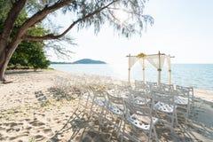 Простые свод свадьбы стиля и украшение, место, установка на тропике Стоковые Изображения