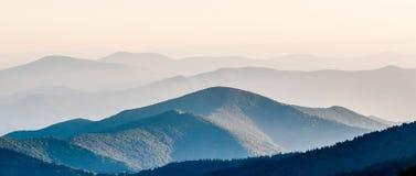 Простые слои захода солнца Smokies - закоптелой горы Nat Стоковое Изображение RF