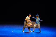 Простые люди тетушки- квадратного танца скачки Предотвращать-эскиза большой этап Стоковая Фотография RF
