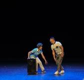 Простые люди тетушки- квадратного танца скачки Togeth-эскиза большой этап Стоковое фото RF