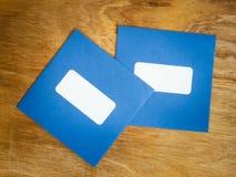 2 простых конверта windowed синью Стоковая Фотография