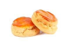 2 простых scones для послеполуденного чая на белизне Стоковое фото RF