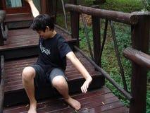 просыпать шагов лагеря мальчика Стоковое Фото
