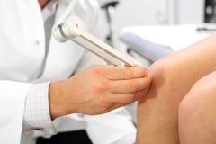 Протезный пациент на докторе стоковое изображение