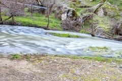 Протекая река в долине Ihlara Стоковое Изображение