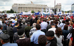 протестанты governement bucharest передние стоковая фотография rf
