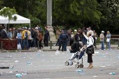 протестанты governement bucharest передние стоковая фотография