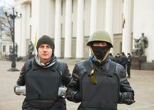2 протестующего перед парламентом Стоковые Фотографии RF