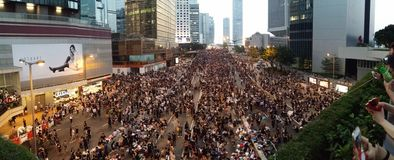Протестующие в дороге Harcourt около революции 2014 зонтика протестов Гонконга офисов центрального правительства занимают централ Стоковое Фото
