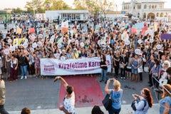 Протестующие женщин вновь собираются в kadikoy, Стамбул, Турция Стоковое Изображение RF