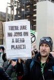 Протестующие повстанчества вымирания на мосте Вестминстера, Лондоне стоковая фотография