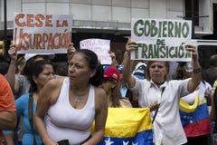 Протестующие против марша диктатуры Nicolas Maduro в поддержку Guaido стоковые фотографии rf