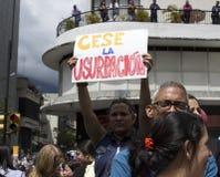 Протестующие против марша диктатуры Nicolas Maduro в поддержку Guaido стоковое изображение