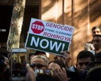 Протестующие требуют ООН для того чтобы остановить убить геноцид мусульман Rohingya в Мьянме стоковые фотографии rf