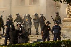 Протесты анархиста в Афинах, Греции стоковое изображение