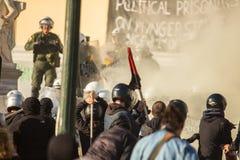 Протесты анархиста в Афинах, Греции стоковые фото