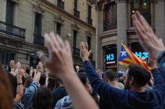 Протесты для своиственн каталонцам Indipendence Референдум Каталонии: люди prostesting в улицах Барселоны Октябрь 2017 Стоковое Фото