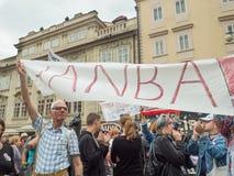 Протесты на квадрате Malostranske в Праге Стоковые Фотографии RF