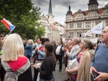 Протесты на квадрате Malostranske в Праге Стоковое Фото