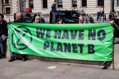 Протест повстанчества Exctintion в центральном Лондоне стоковая фотография rf