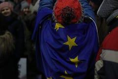 Протест тысяч как Румыния ослабляет закон коррупции Стоковое Изображение