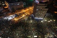 Протест тысяч как Румыния ослабляет закон коррупции Стоковые Фото