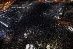 Протест тысяч как Румыния ослабляет закон коррупции Стоковое Фото