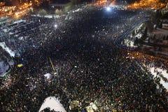 Протест тысяч как Румыния ослабляет закон коррупции Стоковая Фотография