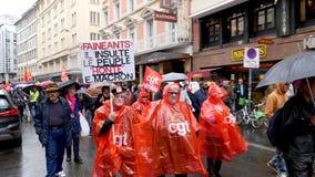 Протест улицы в Франции против реформ Macron осуждает, сообщение видеоматериал