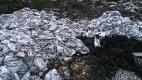 Противозаконный внешний вид с воздуха свалки мусора сток-видео