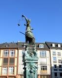противостоьте статую romer повелительницы правосудия Стоковое Изображение RF