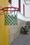 против баскетбола предпосылки Стоковая Фотография RF