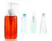 против белизны мыла шампуня лосьона Стоковые Фотографии RF
