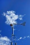 против ветра турбины голубого неба Стоковое Изображение