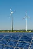 против ветра турбин rapeseed панелей солнечного Стоковые Фотографии RF