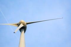 против ветрянки голубого неба Стоковая Фотография RF