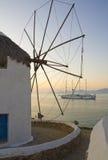 против ветрянки захода солнца туристического судна Стоковое Фото