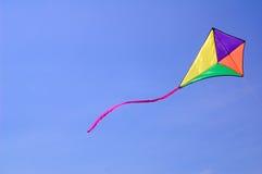 против голубого неба змея Стоковая Фотография