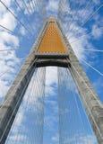 против голубого неба моста Стоковые Фото