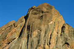 против голубого неба пика национального парка горы Стоковое Фото