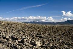 против голубого поля вспаханное небо Стоковое фото RF
