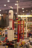против голубого конца 4 дна nozzle космос неба ракеты к стоковое фото rf
