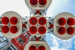 против голубого конца 4 дна nozzle космос неба ракеты к Стоковые Фото