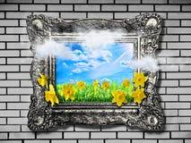 против детенышей весны цветка принципиальной схемы предпосылки белых желтых Абстрактная естественная предпосылка с травой и narci Стоковые Фото